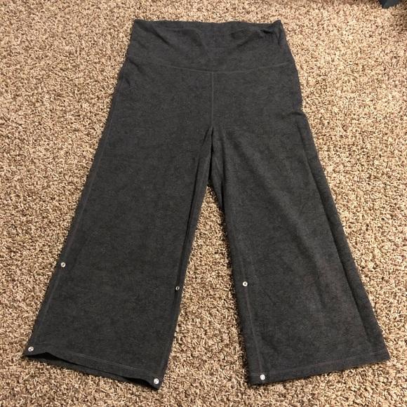 lululemon athletica Pants - Lululemon gray cropped pants sz 8